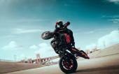 Fotografie Moto freestyle. Motorkářský kaskadér