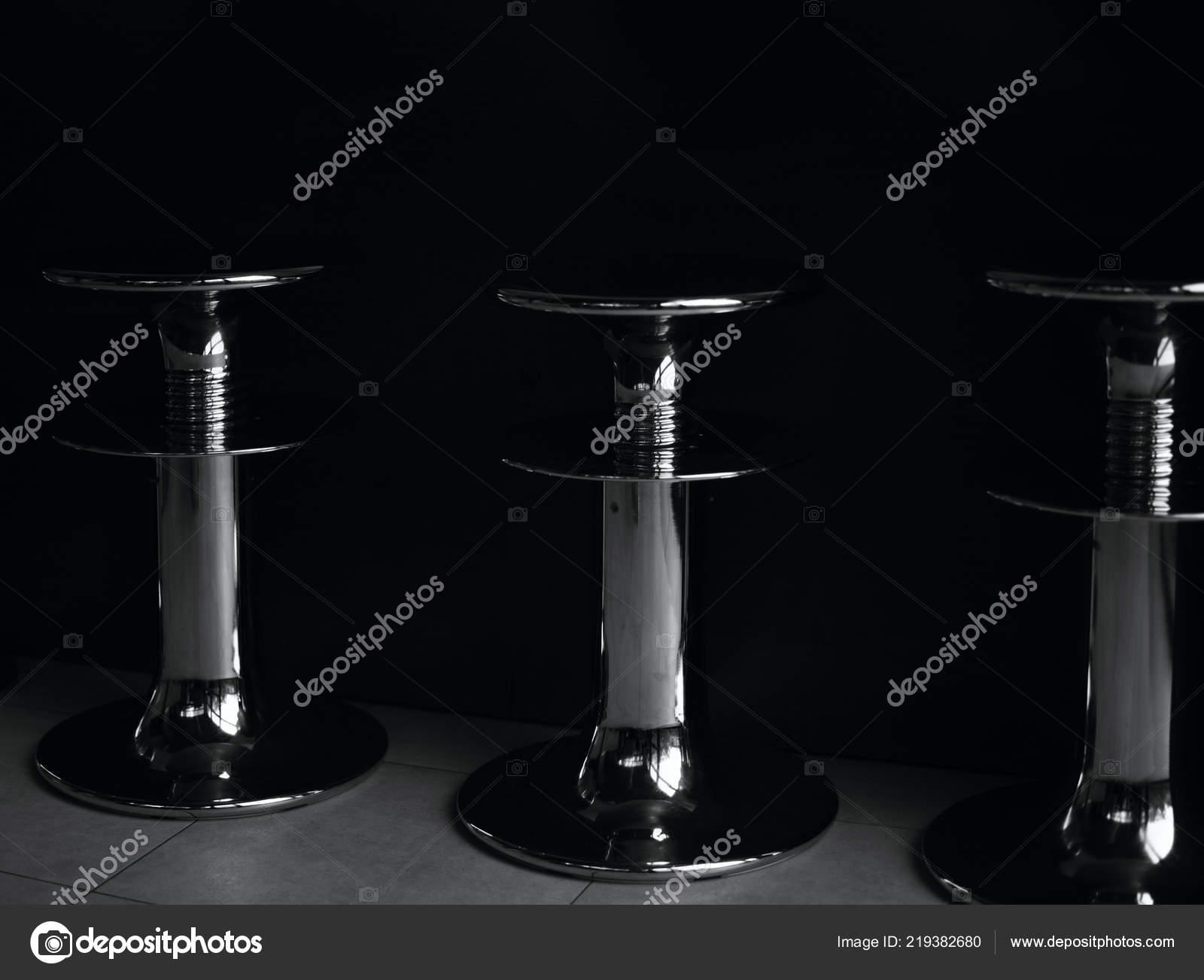 Bianco nero ritagliato foto nunch sgabelli bar u foto stock