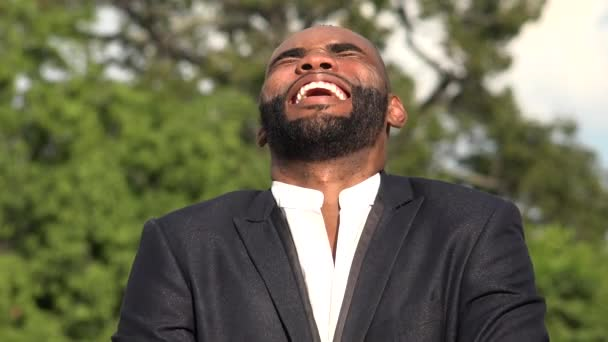 Smějící se afrického muslima