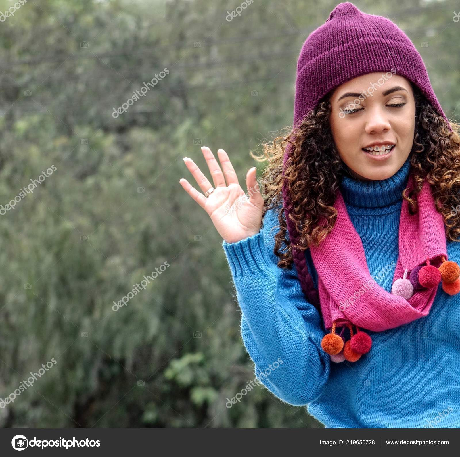 Peruvian Cute Girl Wearing Sweater Scarf — Stock Photo