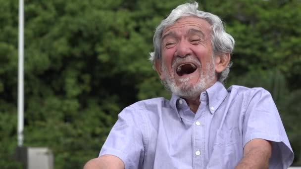 Risata Senior anziano uomo ispanico