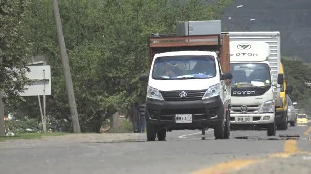 Nákladní automobily na silnici