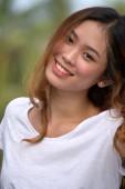 Gyönyörű Filipina nő és boldogság
