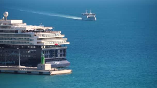Trajekt, kolem zádi velké výletní lodi v přístavu přístav Split, Chorvatsko. Ostrov doprava pro dovolenou.