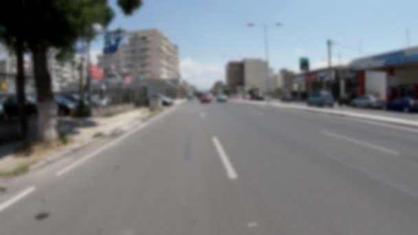 Jízda ve městě, rozmazané video vhodné pro použití s zelenou obrazovkou pro zadní okna auta, zachytil s širokoúhlým objektivem, v fotoaparát stabilizátor, žádný post editaci videa 4k 3840 x 2160