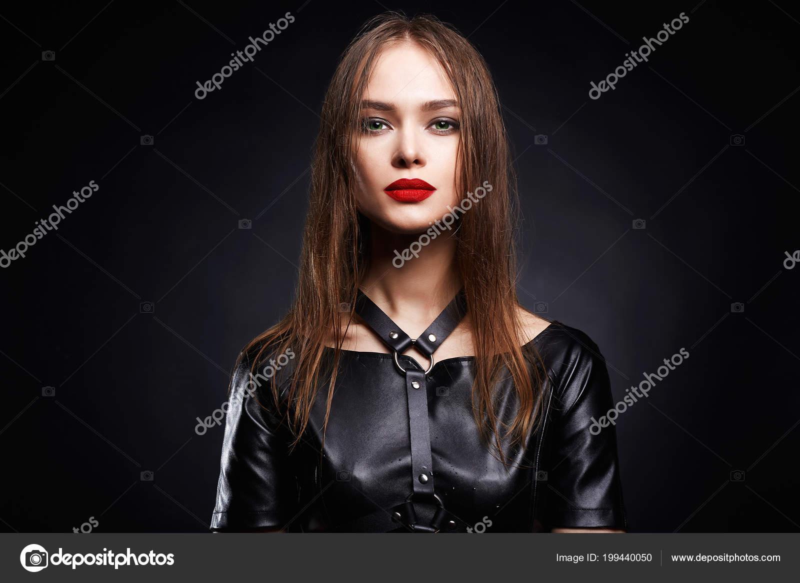 Сексуальные девушка в коже