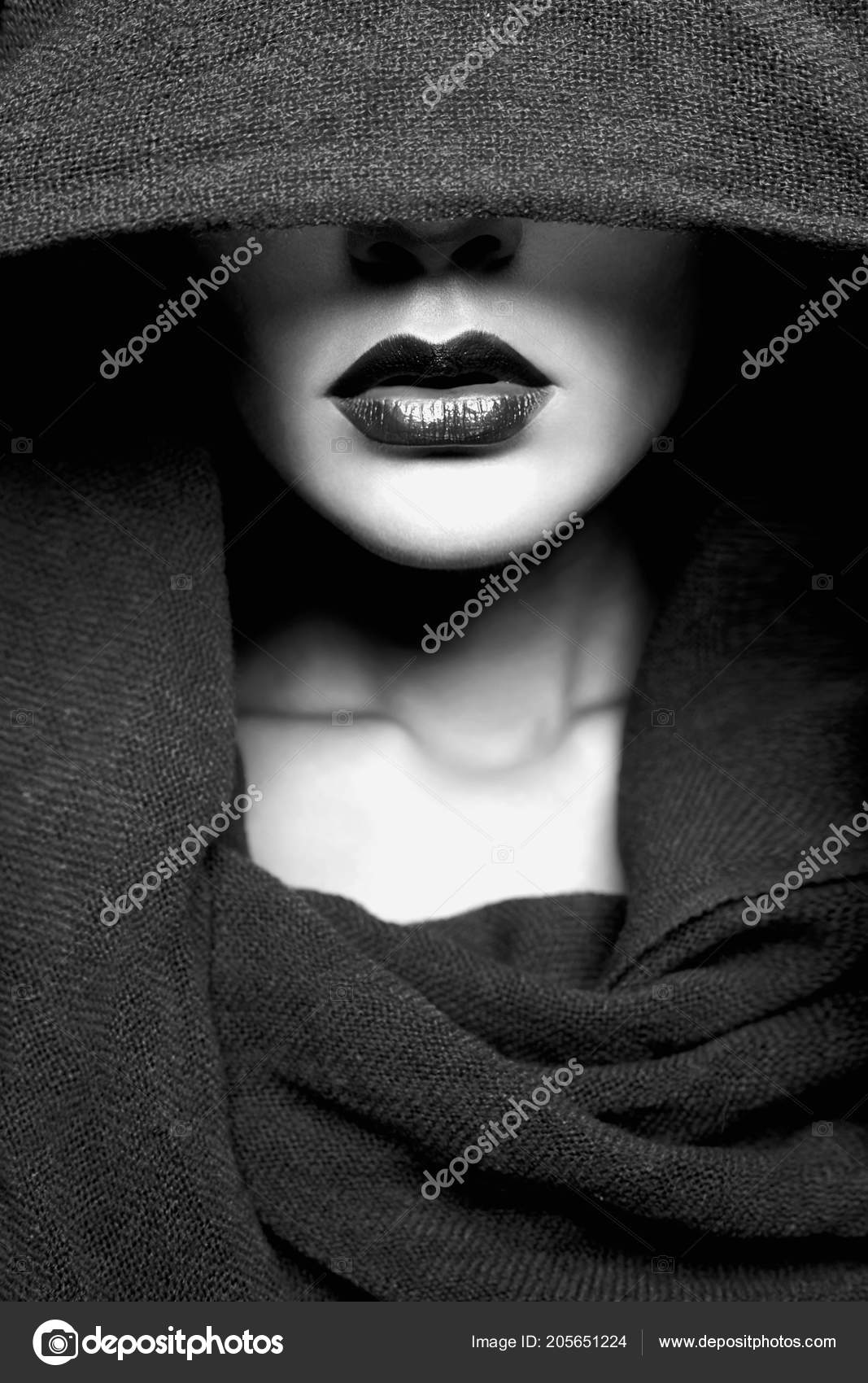 9ca16fc28dd Beautiful Woman Covers Her Face Hood Part Female Face Black — Stock Photo