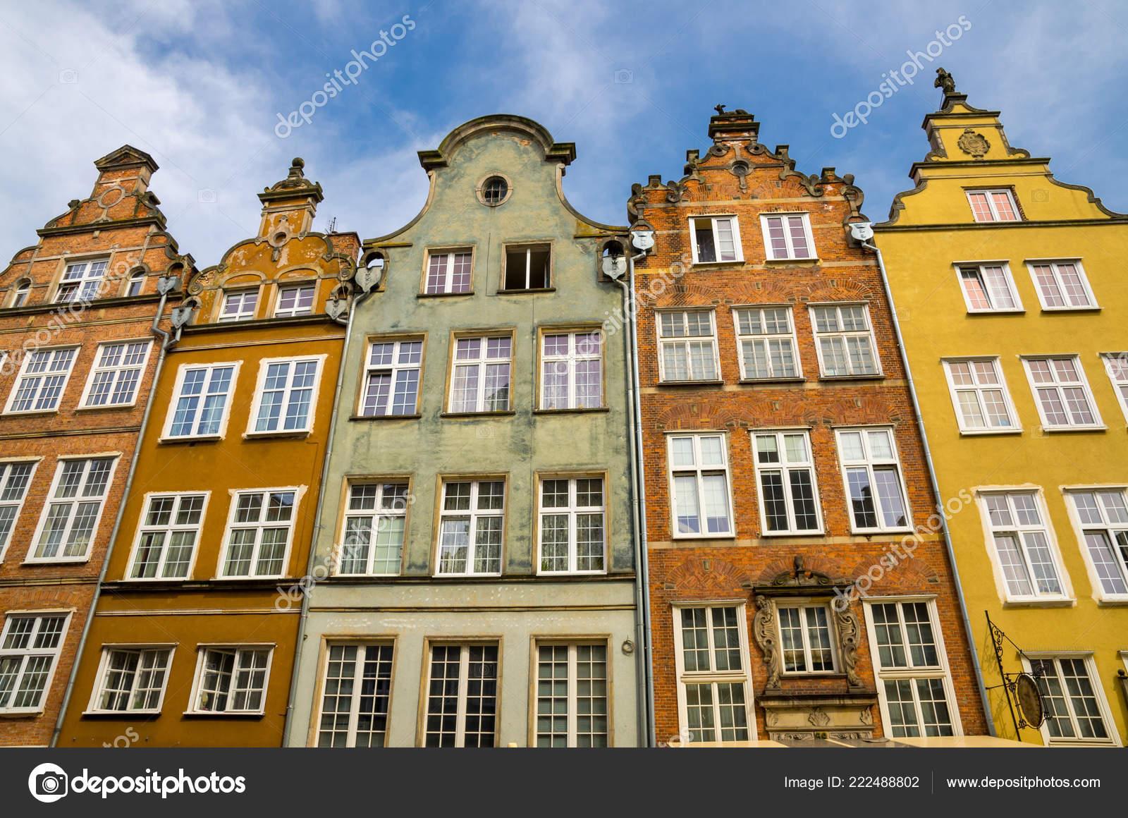 Façade Bâtiments Belles Maisons Colorées Typiques Sur Rue Piwna Dans ...