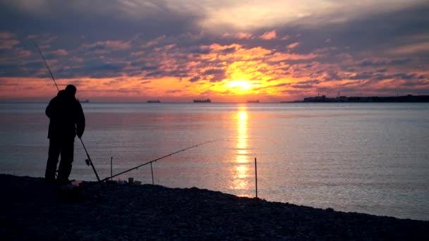 Rybář připravit rybářských potřeb na úlovek ryba
