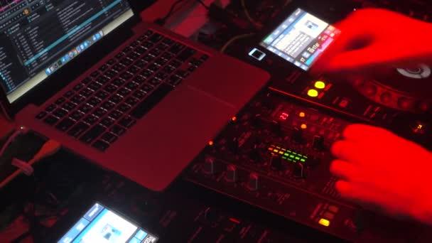 Hudební mix, Dj hraje hudbu, písně a účinky.