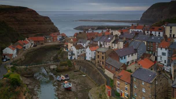 Timelapse of Staithes malá rybářská vesnice v blízkosti Scarborough, Severní Yorkshire. UK