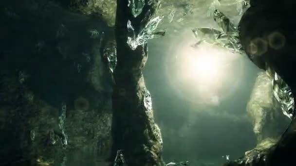 3D animáció. Mágikus fény repül át a barlangban sok kristályok.