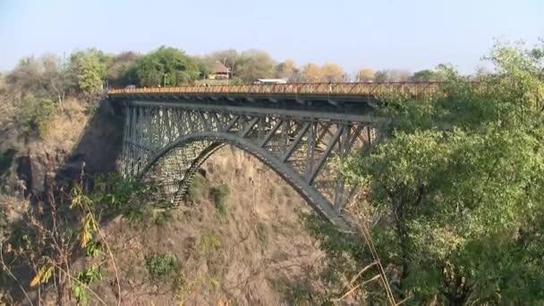 Slavný Viktoriin vodopád železniční most s bungee jumping v Zimbabwe, Afrika