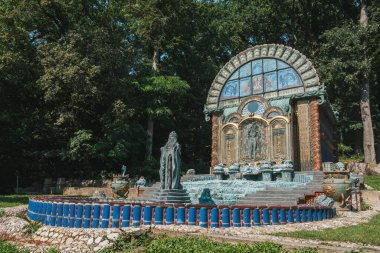 Vienna, Austria - August 8 2020: Fountain House Nymphaeum Omega in the Park of the Ernst Fuchs Museum, at the Otto Wagner Villa in the Htteldor Suburb in Vienna stock vector