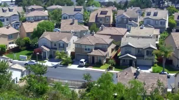 nové příměstské domy v ulici na předměstí