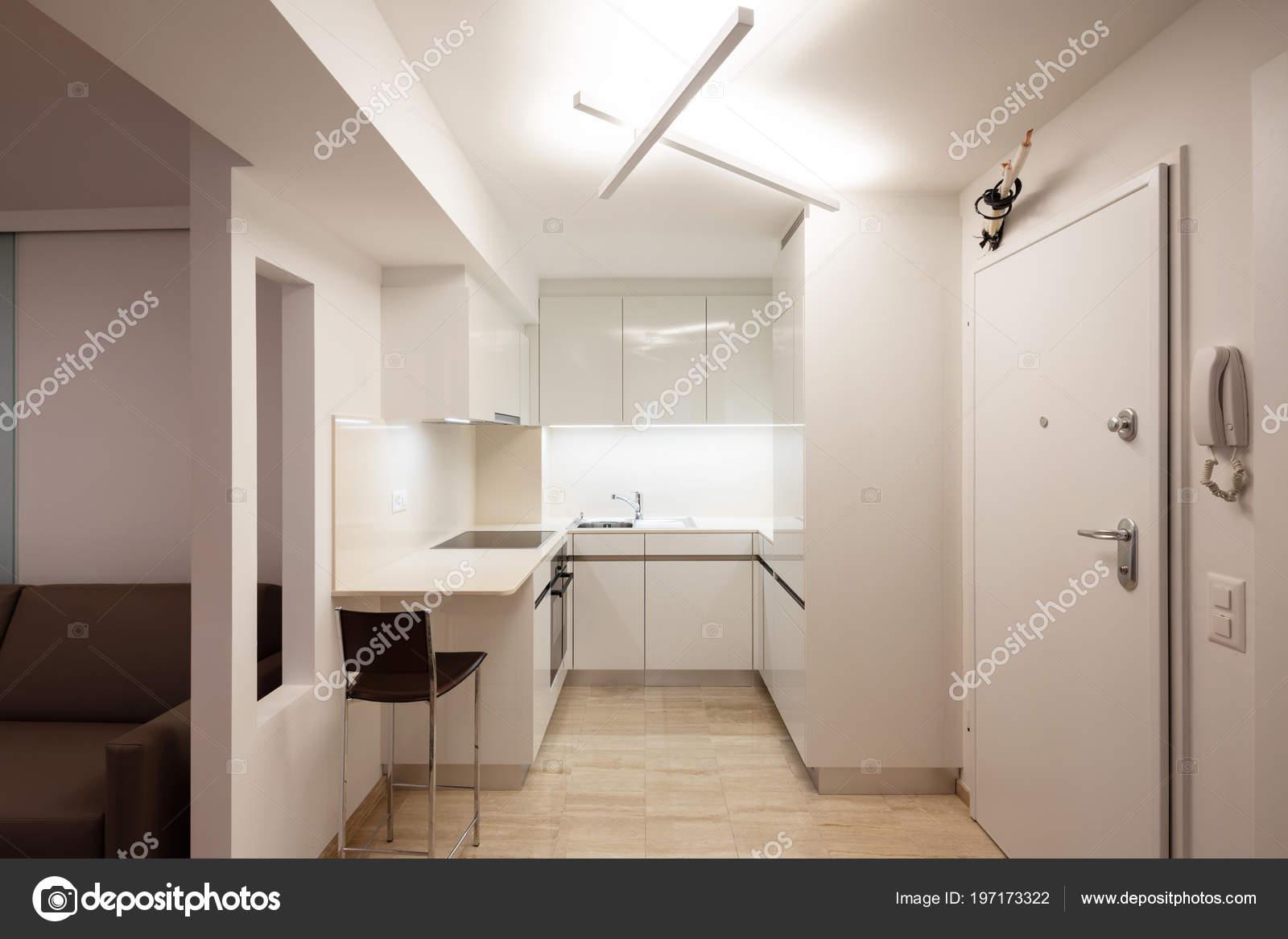 Progettare cucina appartamento moderno con sgabello nessuno all