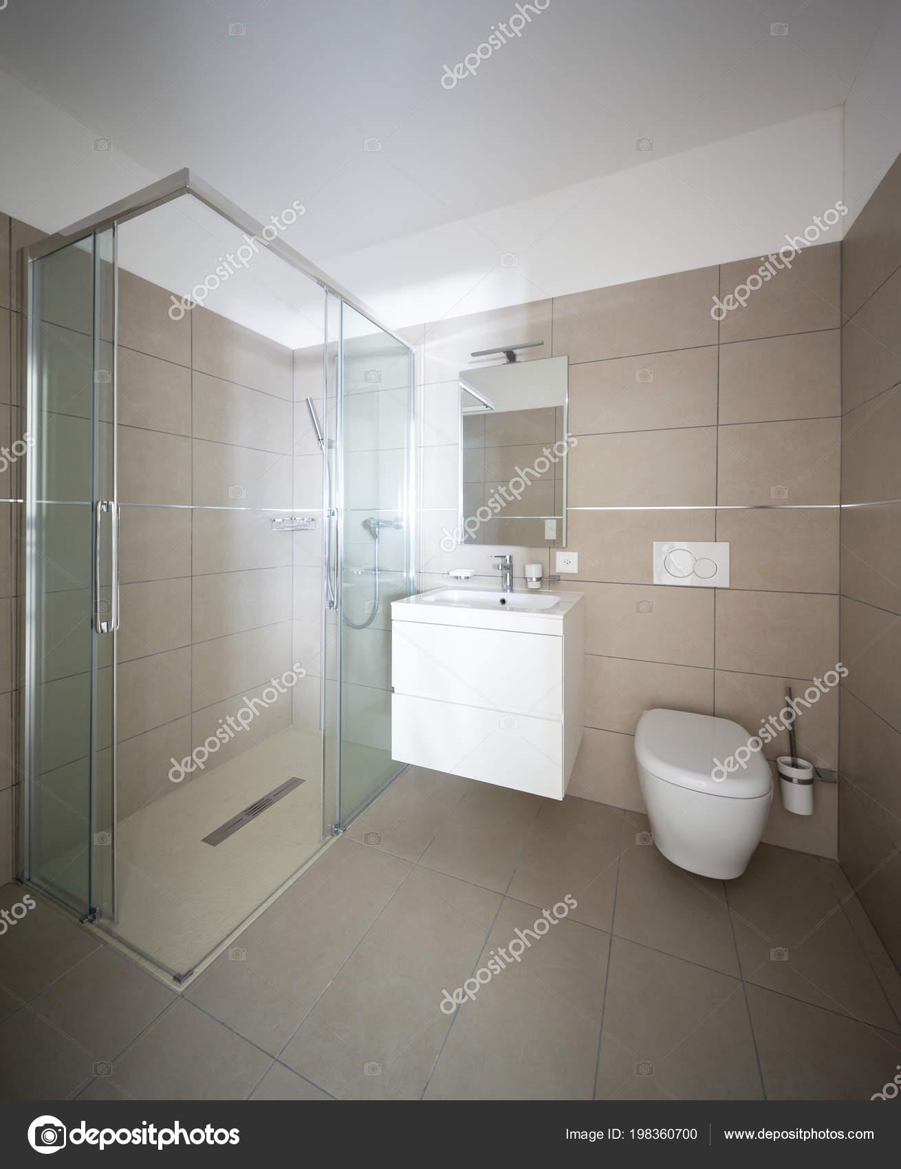 Bagno Con Piastrelle Grandi.Moderno Bagno Con Piastrelle Grandi Dimensioni Appartamento