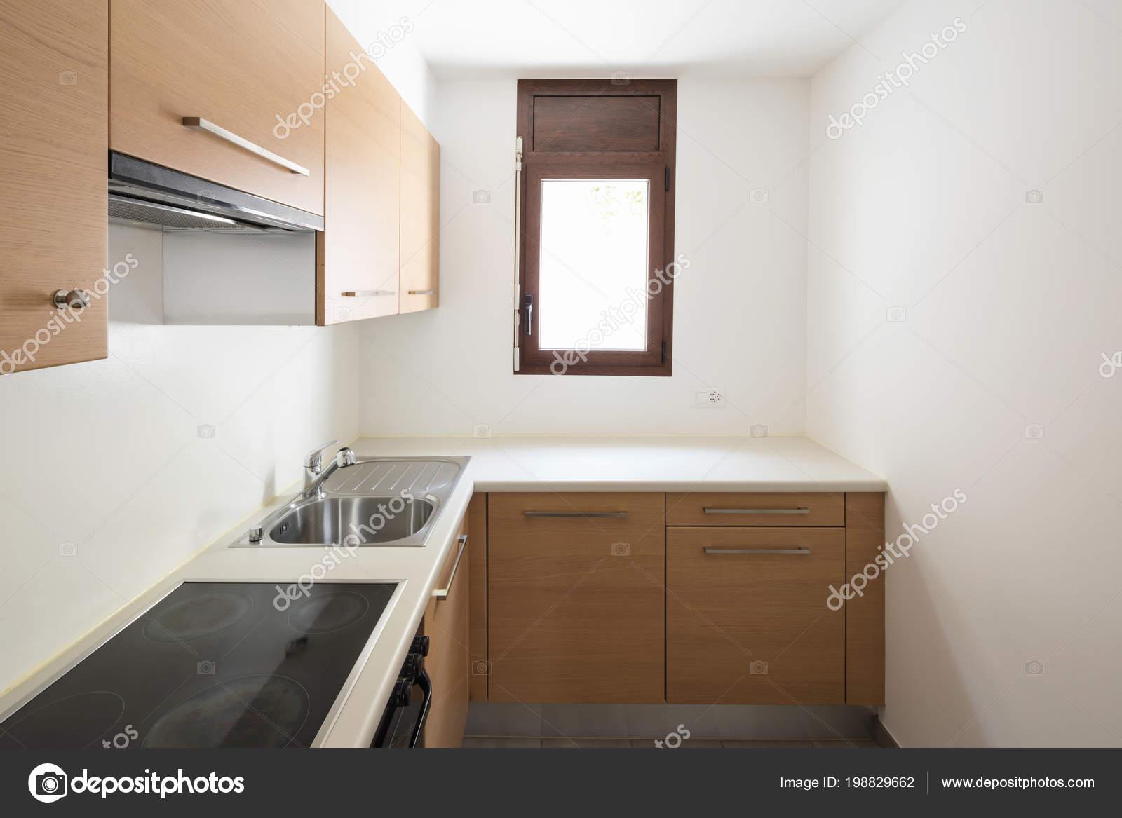 Bemerkenswert Moderne Wände Beste Wahl Küche Holz Und Weiße Wände Kleines Fenster