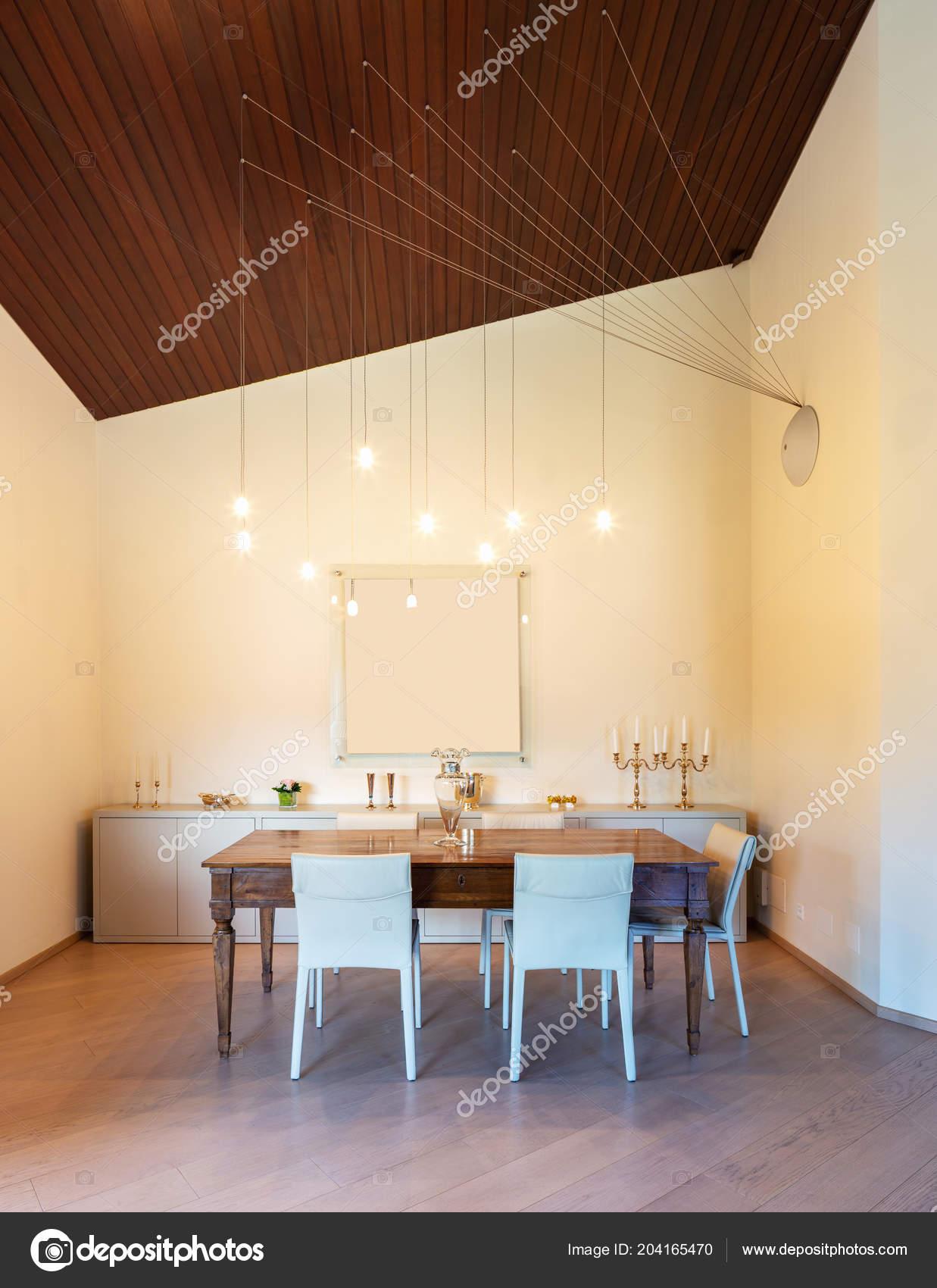 Facade Salle Manger Avec Plafond Bois Lustre Moderne
