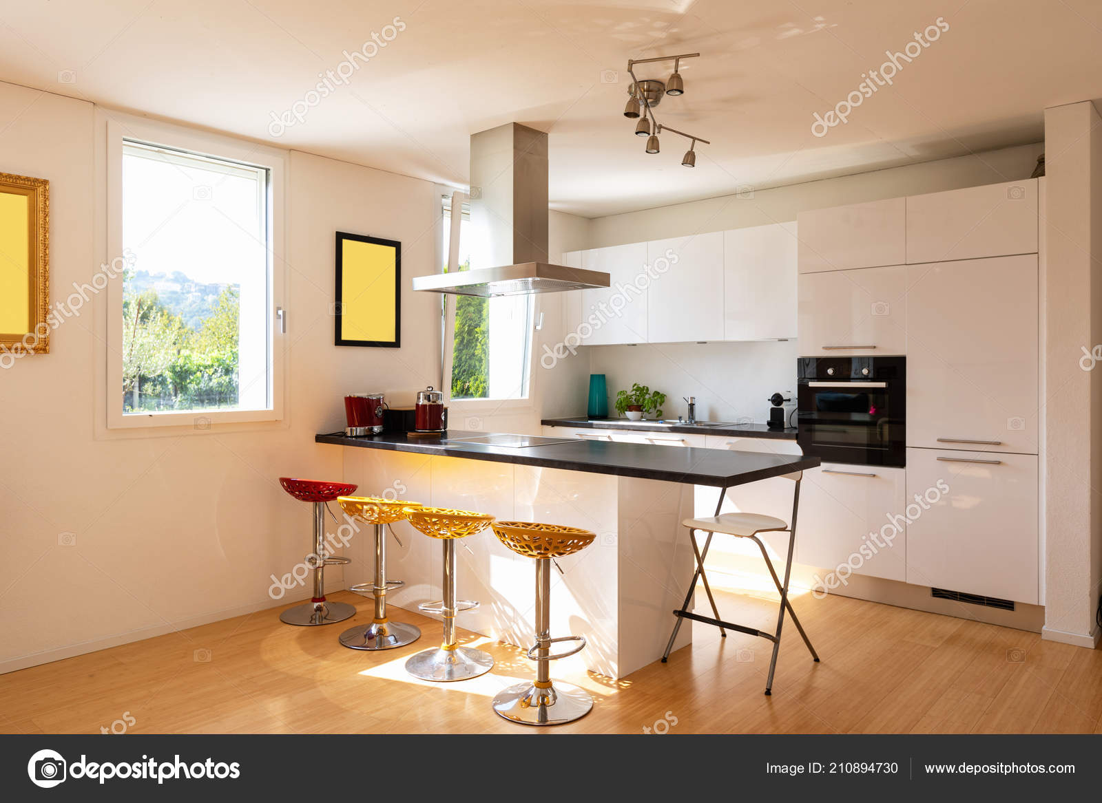 Modernes Apartment Mit Insel Und Hocker Küche Niemand Inneren ...