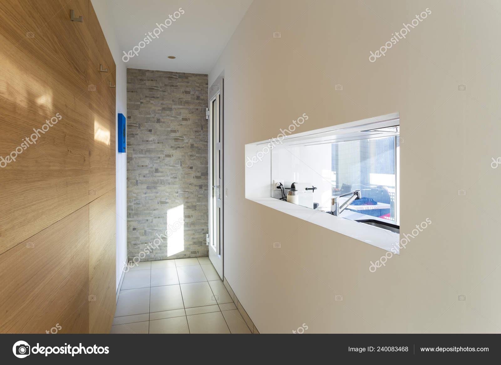 Eingang Mit Flur Und Fenster Der Küche Niemand Inneren ...