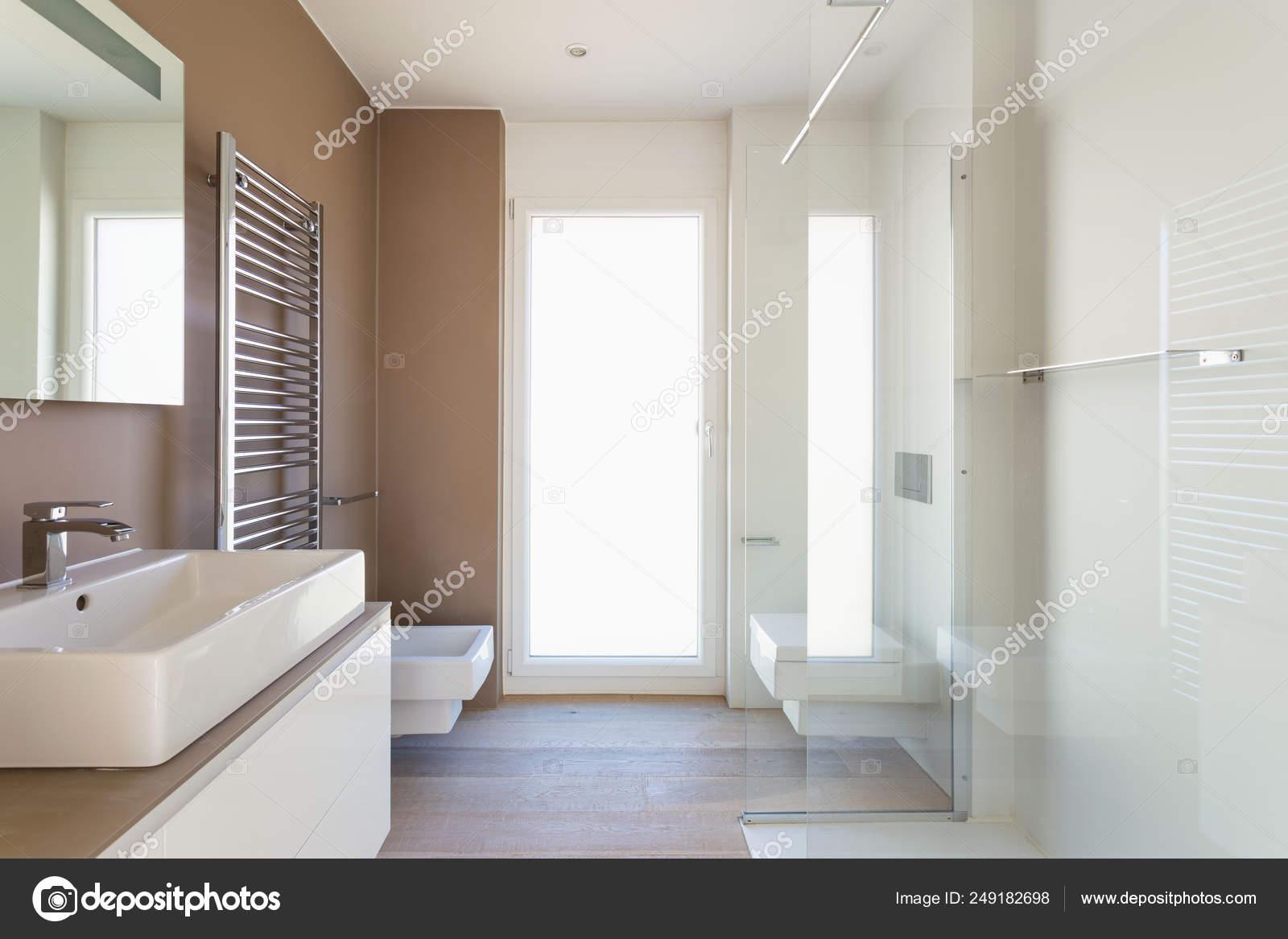 Moderno cuarto de baño elegante mínimo — Foto de stock ...