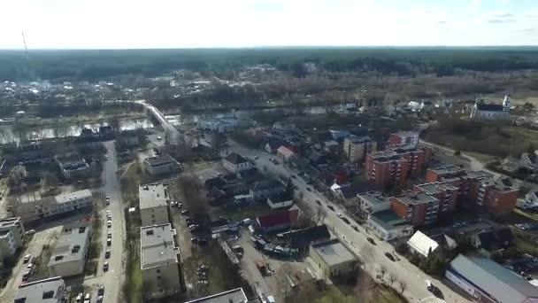 Panorama nad městečko nedaleko řeky s rotací