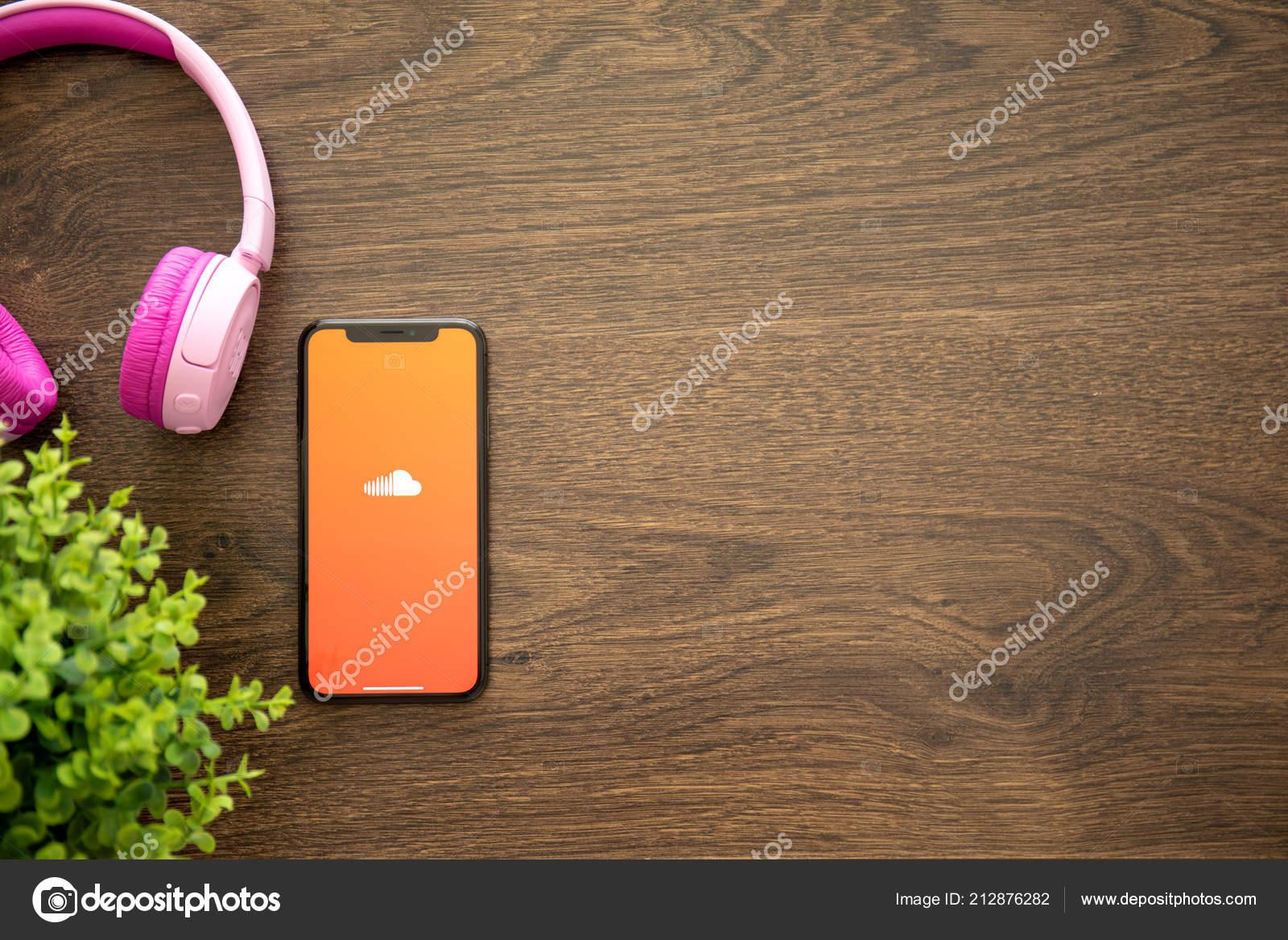Alushta Russia Agosto 2018 Iphone Con Servizio Musicale Soundcloud
