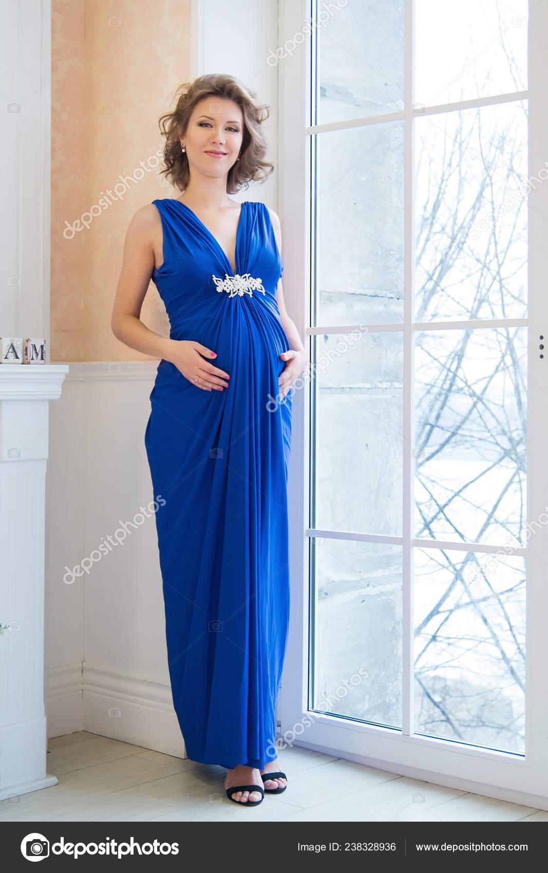 Retrato Mujer Embarazada Joven Posando Elegante Vestido