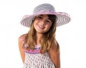 holčička s velkou čepicí