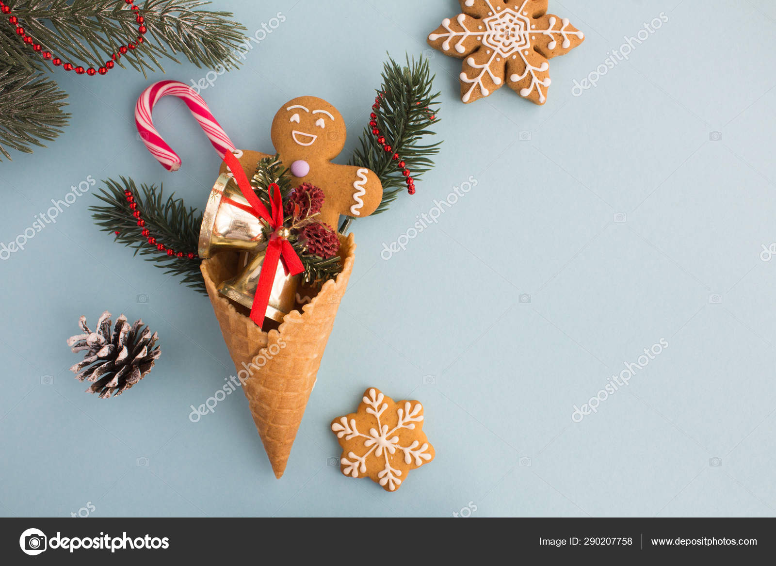 Cone Sorvete Com Composicao Natal Fundo Azul Top View Copy Stock Photo C Ly0712 290207758