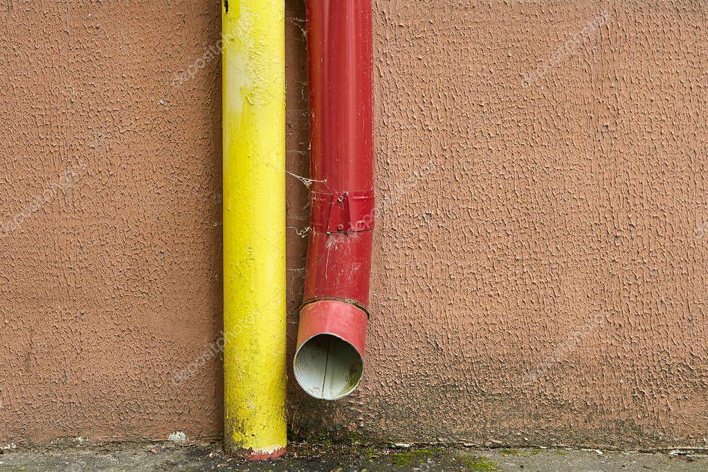 Gut bekannt Fassade Des Wohnhauses Wird Rote Fallrohr Regenwasser Entwässerung DU06