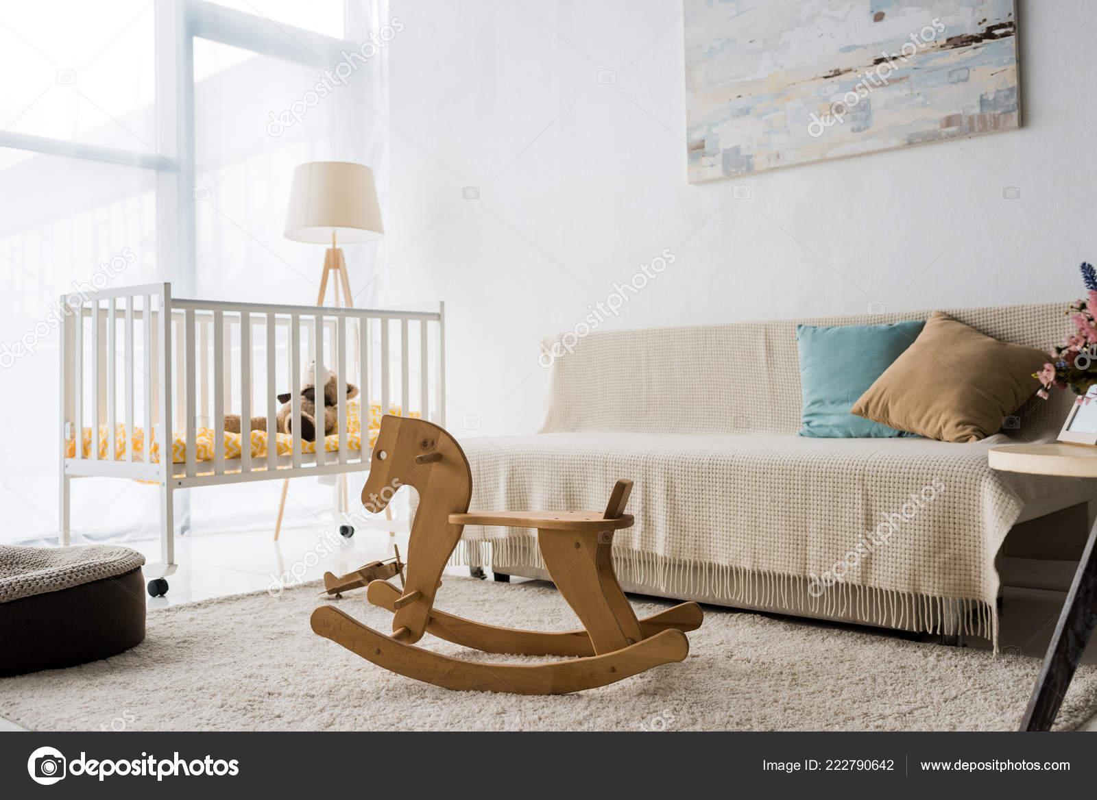 Cavallo A Dondolo Design.Interni Dal Design Moderno Della Stanza Della Scuola Materna