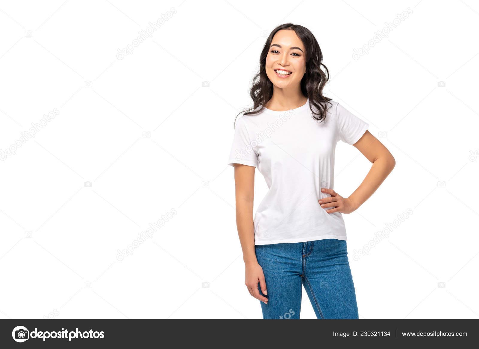 Телки в белых футболках, как