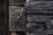 tmavě hnědá zvětralé tvarovaných dřevěných hranolů