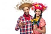 vidám férfi és fiatal nő az ünnepi ruhák a napraforgós fehérre elszigetelt