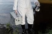 részleges kilátás a vízellenőrt a védőöltözet és az ellenőrző készletet a rivernél