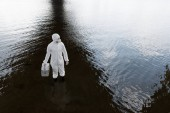 fölött kilátás víz ellenőr védőöltözet gazdaság ellenőrzési készlet a folyón