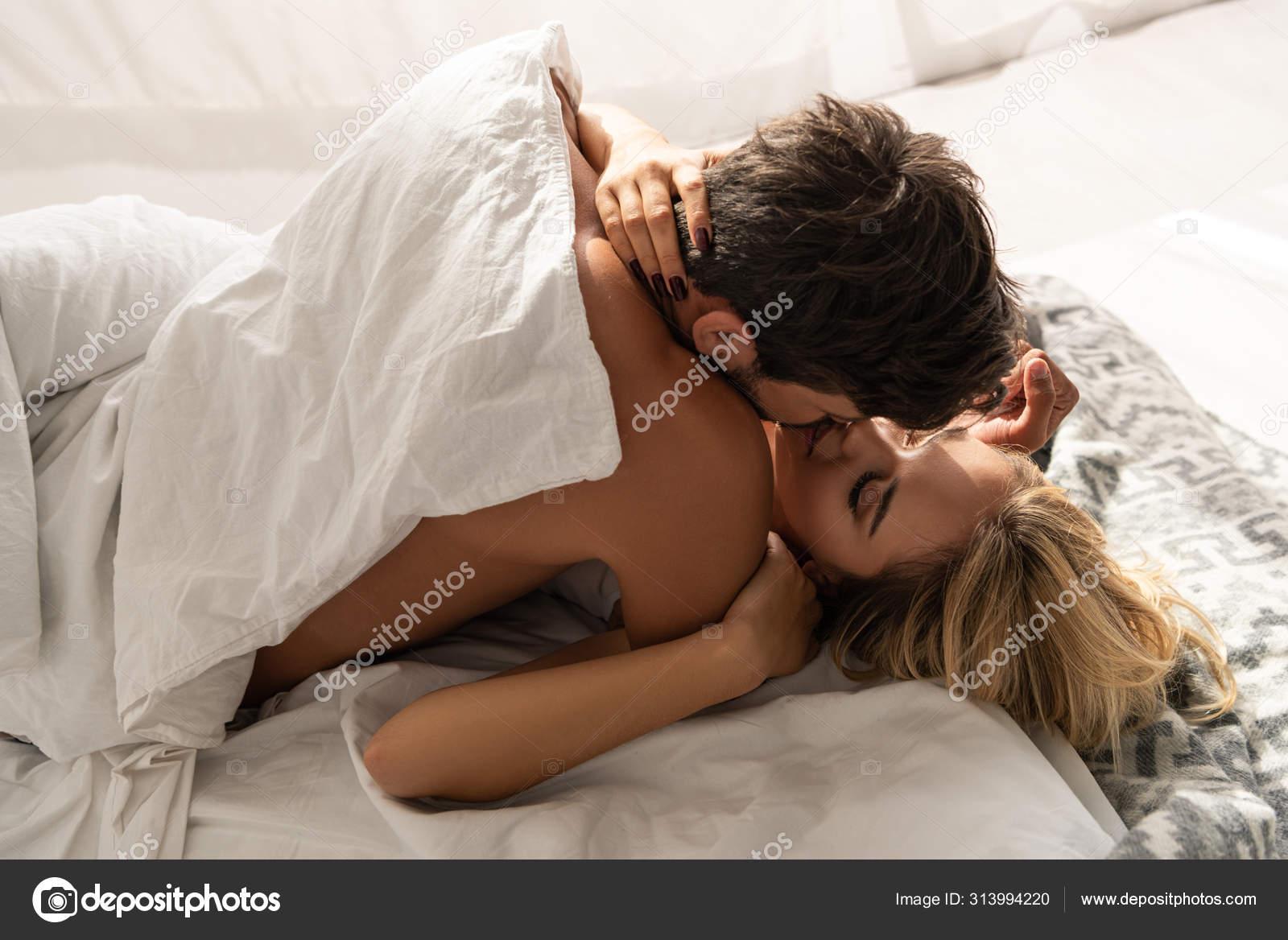 фото влюбленных пар в кровати