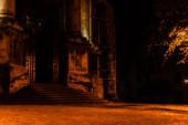 alte Treppe in der alten Dominikanerkathedrale bei Nacht