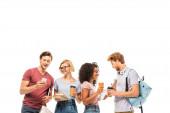 Multietničtí studenti drží kávu jít, knihy a smartphone izolované na bílém
