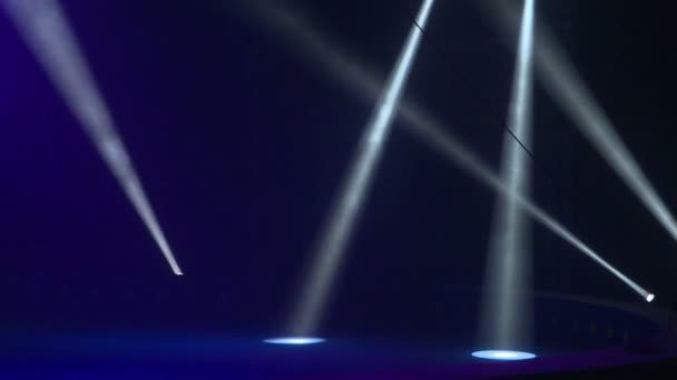 Mozgó fénysugarak. Természetes világítás, a lámpa. Fény show.