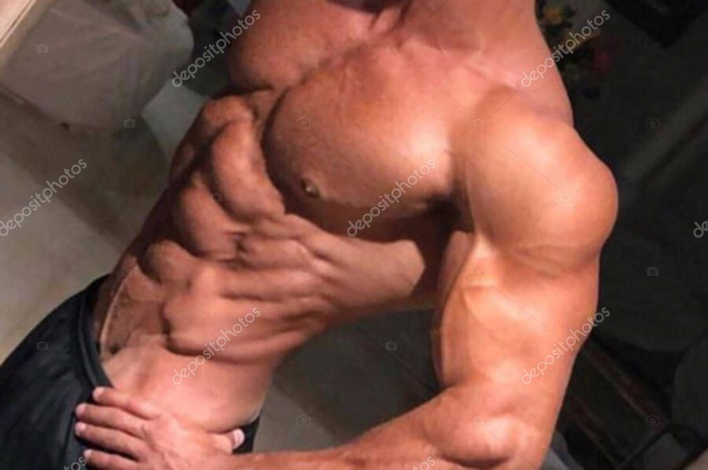 Body Builder - big muscles in the gym