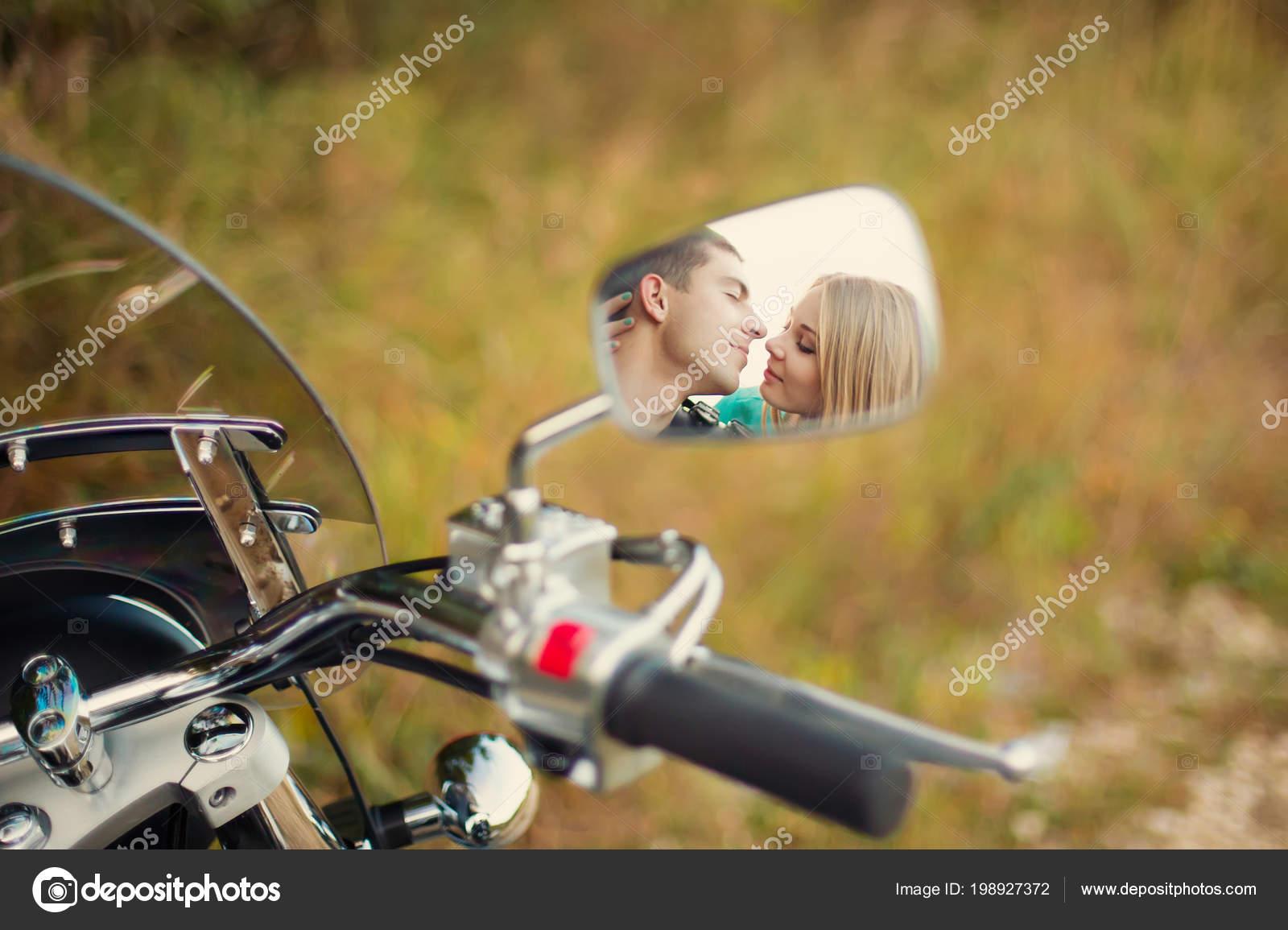 Dating με την εικόνα του καθρέφτη