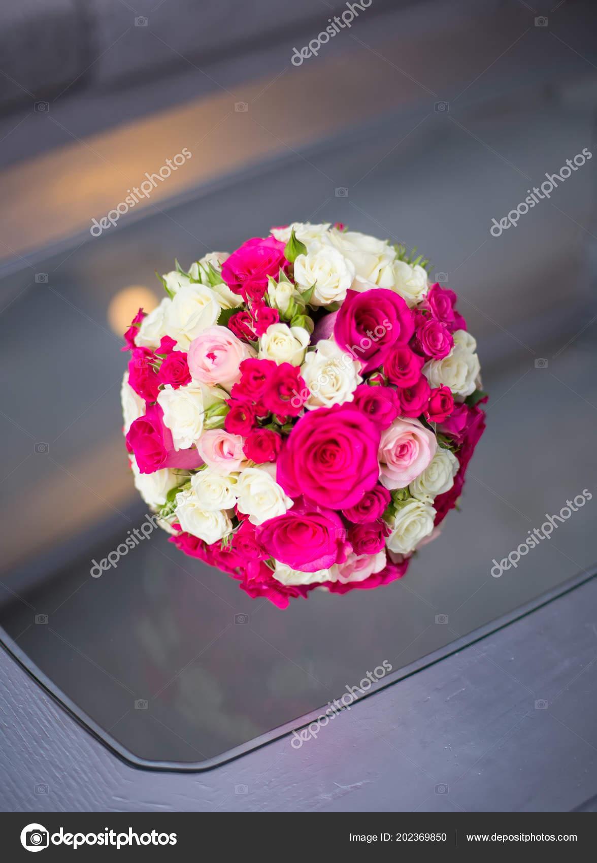 Hochzeit Zu Sattigen Rosa Rosa Blumenstrauss Der Braut Auf Schwarz
