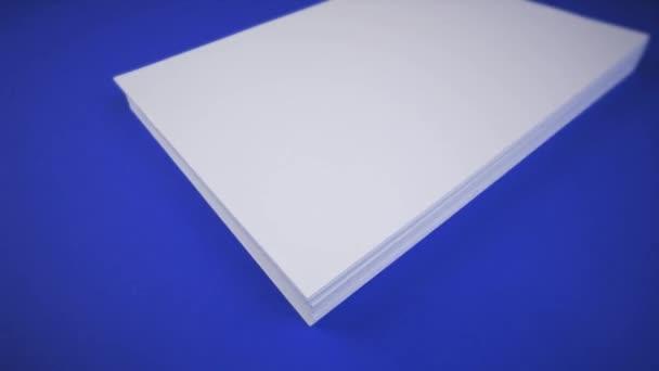 Háttér, amely megváltoztatja a színek halom üres papír lapok