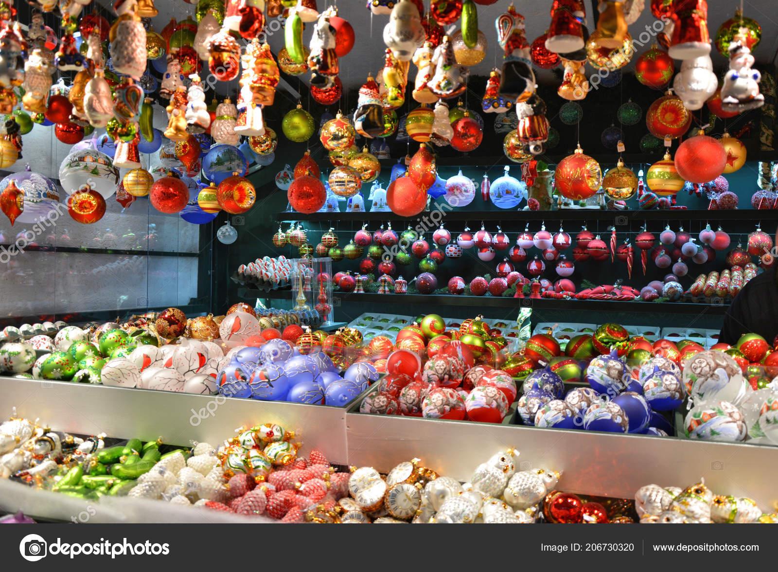 e0e53b22745 Navidad Cristal Venta Adornos Mercado Navidad Salzburgo Austria — Fotos de  Stock