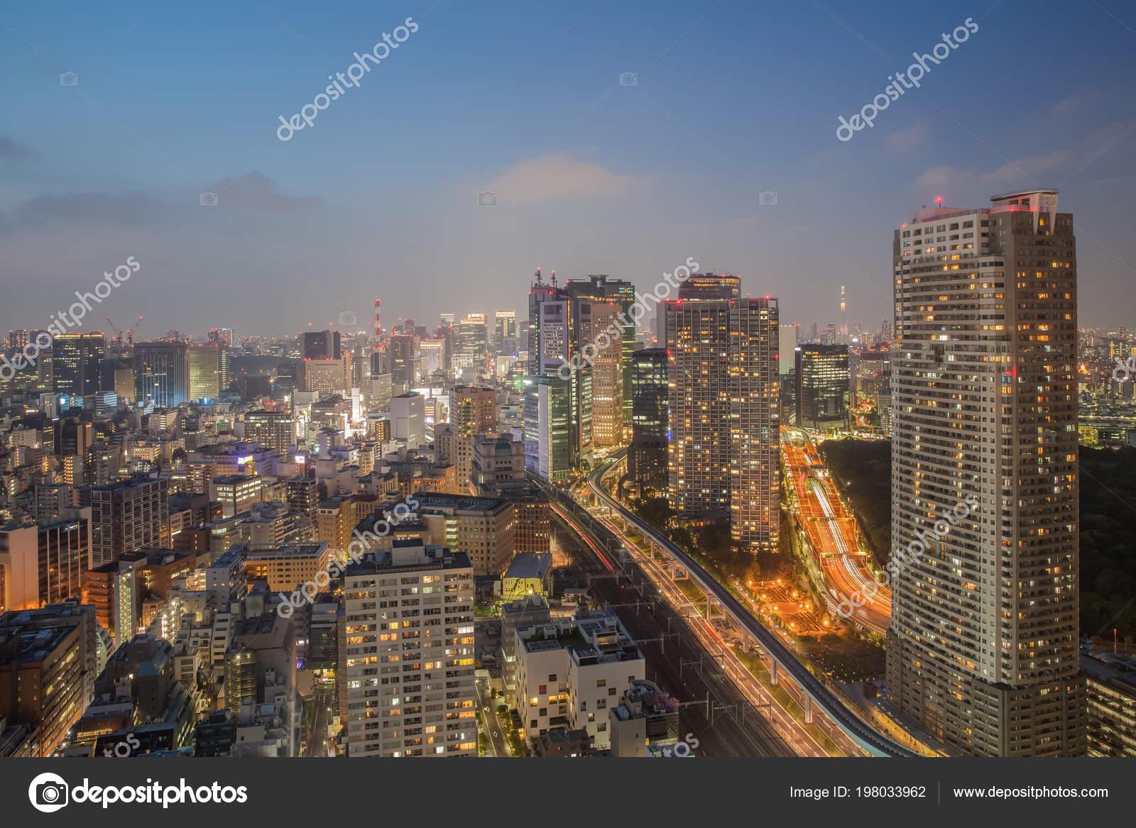 Vista Nocturna Ciudad Tokio Con Alta Construcción Autopista Foto