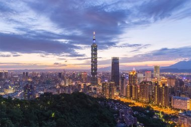 view Mt Elephant on Taiwan Taipei city in evening