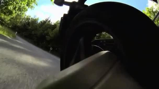 Pohled zpátky kolo motocyklu